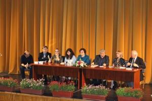 Dialog în faţa publicului